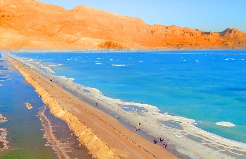 Марафон посреди моря на госгранице между Израилем и Иорданией