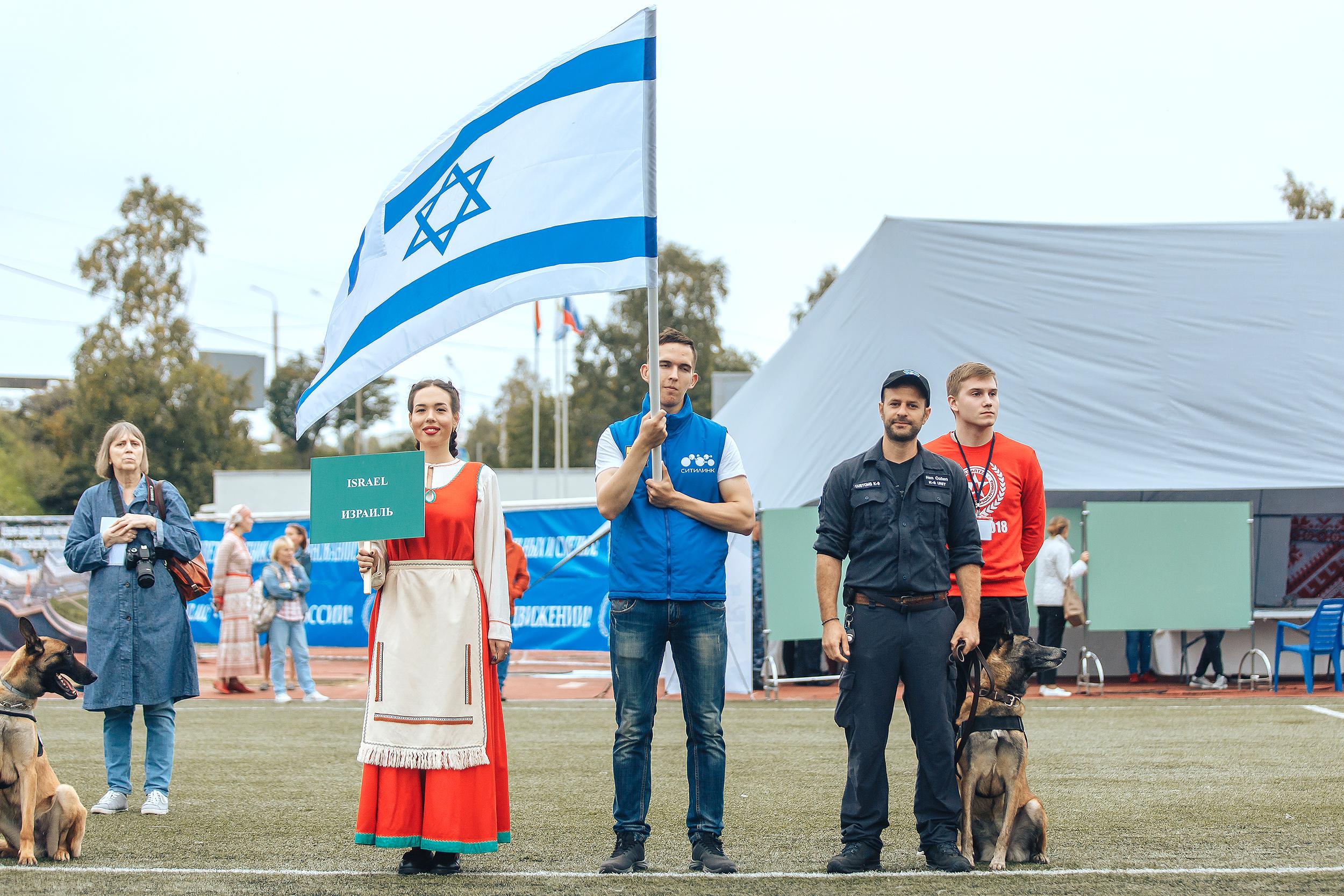 Израильский таможенник и его собака - победители соревнований в Карелии по поиску денежных банкнот